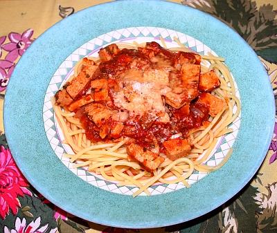 Knoblauch-Tomaten-Weinsoße mit Tofu