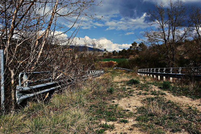 Carretera abandonada en Arro