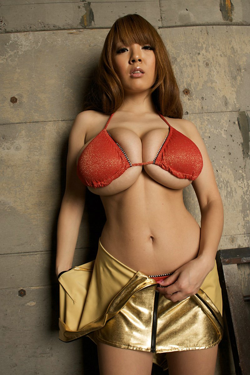 Small Women With Large Breasts