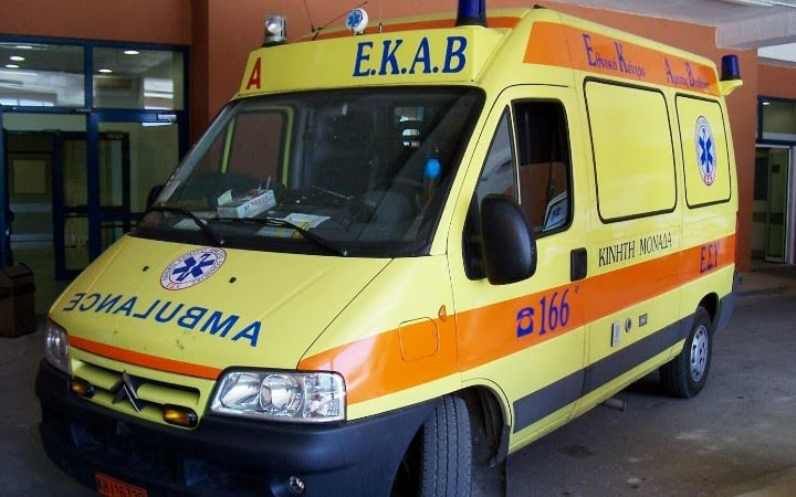 Τροχαίο ατύχημα στον κυκλικό κόμβο Αγίου Αχιλλίου στη Λάρισα