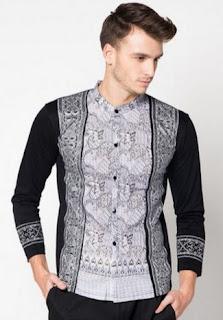 Busana muslim pria fashionable dengan motif batik