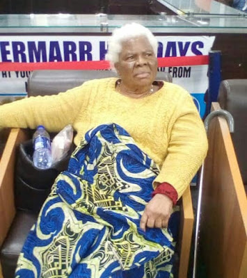 78yrs Old Woman Weeps As She's Left Stranded At Lagos Airport