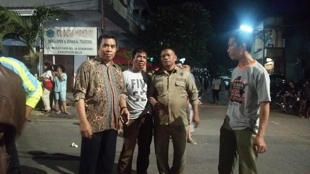 Satpol-PP Kabupaten Wajo Ikut Terjun Amankan Lokasi Kebakaran Pasar Mini II