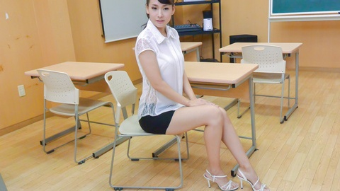 WATCH Japanese teacher, Yui Oba, in group action