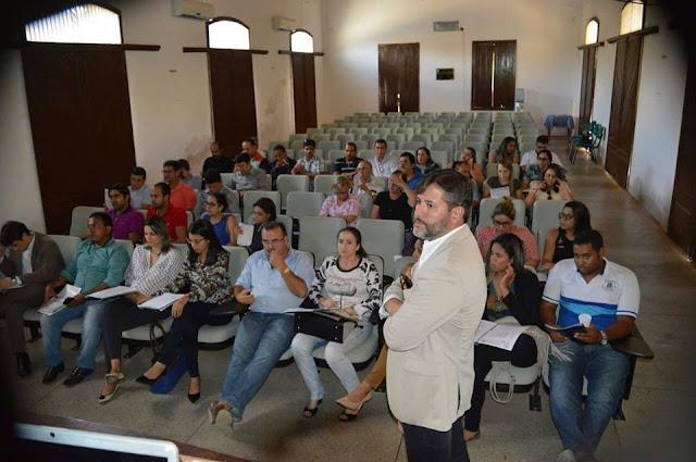Controladoria Municipal promove reunião com servidores para padronizar procedimentos administrativos da Prefeitura de Piranhas