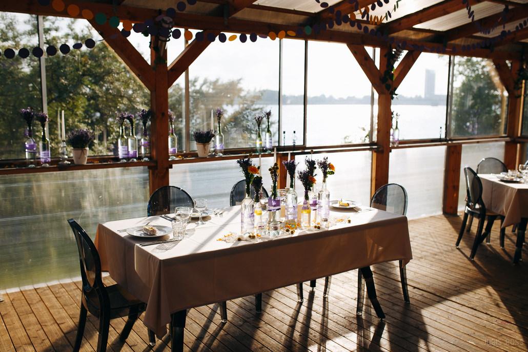 idejas kāzu dekorācijām galdu dekors