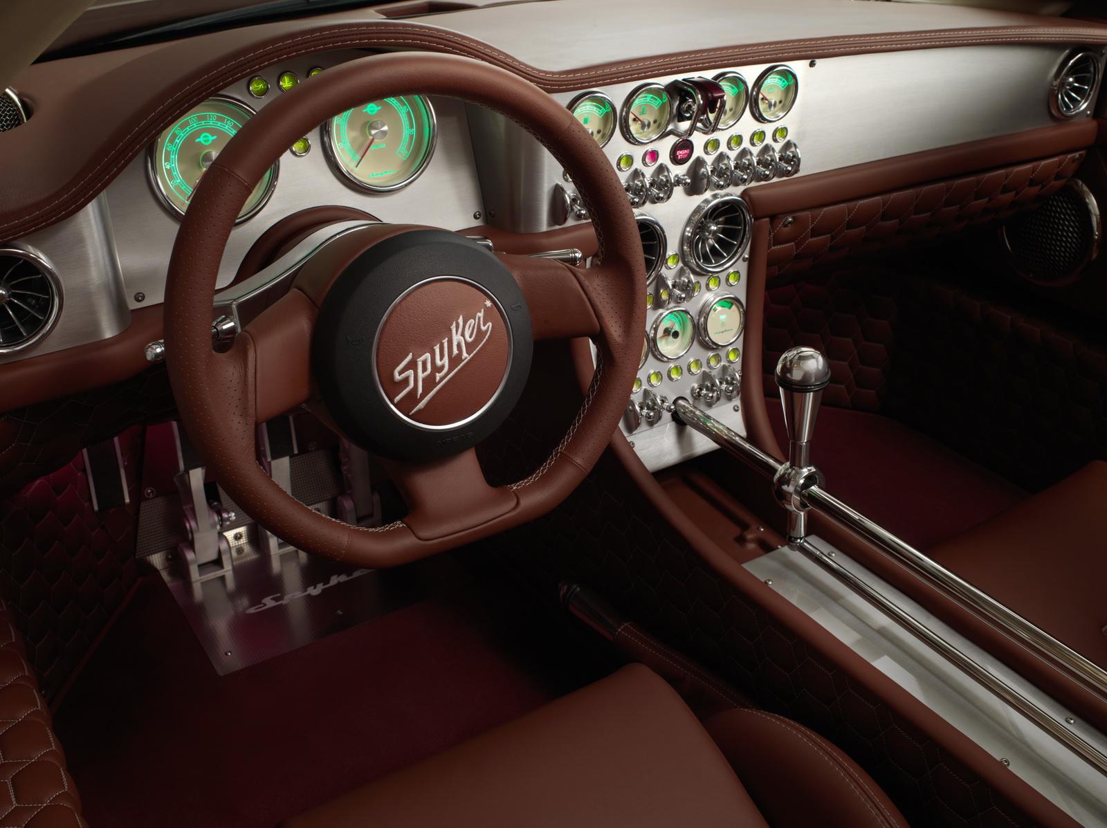 Nhiều nét cổ điển vẫn còn đó trong siêu xe của Spyker