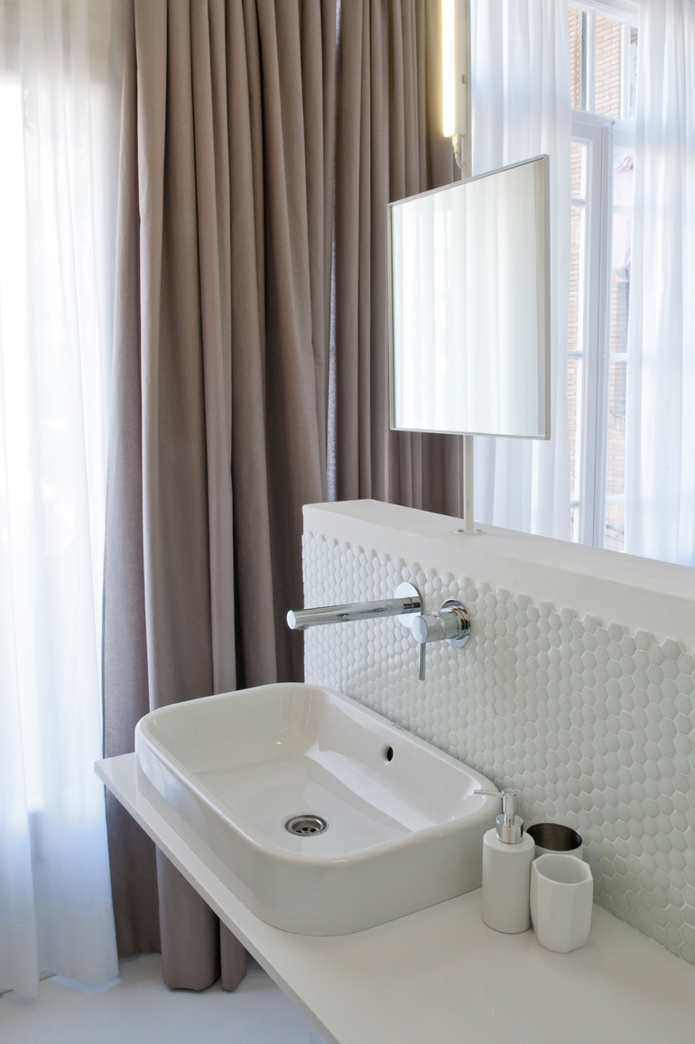 detalle baño apartamento colorista