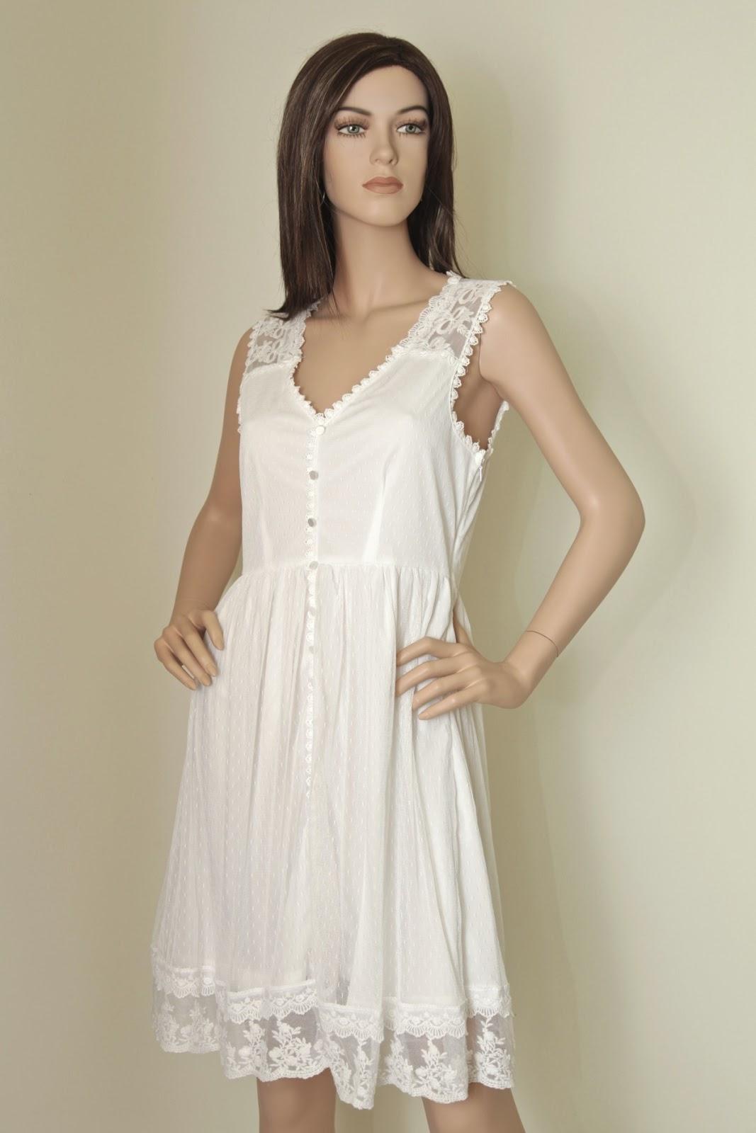 e5a8ba69ec34 Så har då årets sötaste spetsklänningar kommit, Ardun Dress från VILA! Den  vita är perfekt för studenten, konfirmanden eller den som vill ha en  enklare ...