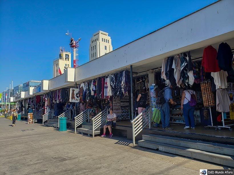 Feirinha em frente ao porto de Valparaíso - O que fazer em Valparaíso em algumas horas