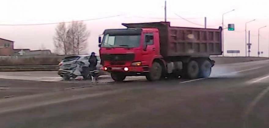 Δεν θα πιστεύετε από τι ατύχημα γλίτωσε αυτός ο άνθρωπος [βίντεο]