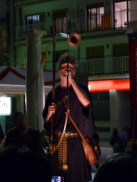 Историческая реконструкция в Бланесе. Поздно вечером можно послушать звучание старинных музыкальных инструментов.