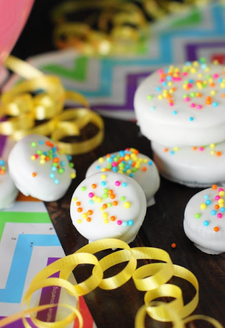 Mini Birthday Cake Oreos ~ With a dip in white chocolate & sprinkling of bright sprinkles, Oreos are ready to party!  An easy, crowd-pleasing birthday party treat.   www.thekitchenismyplayground.com