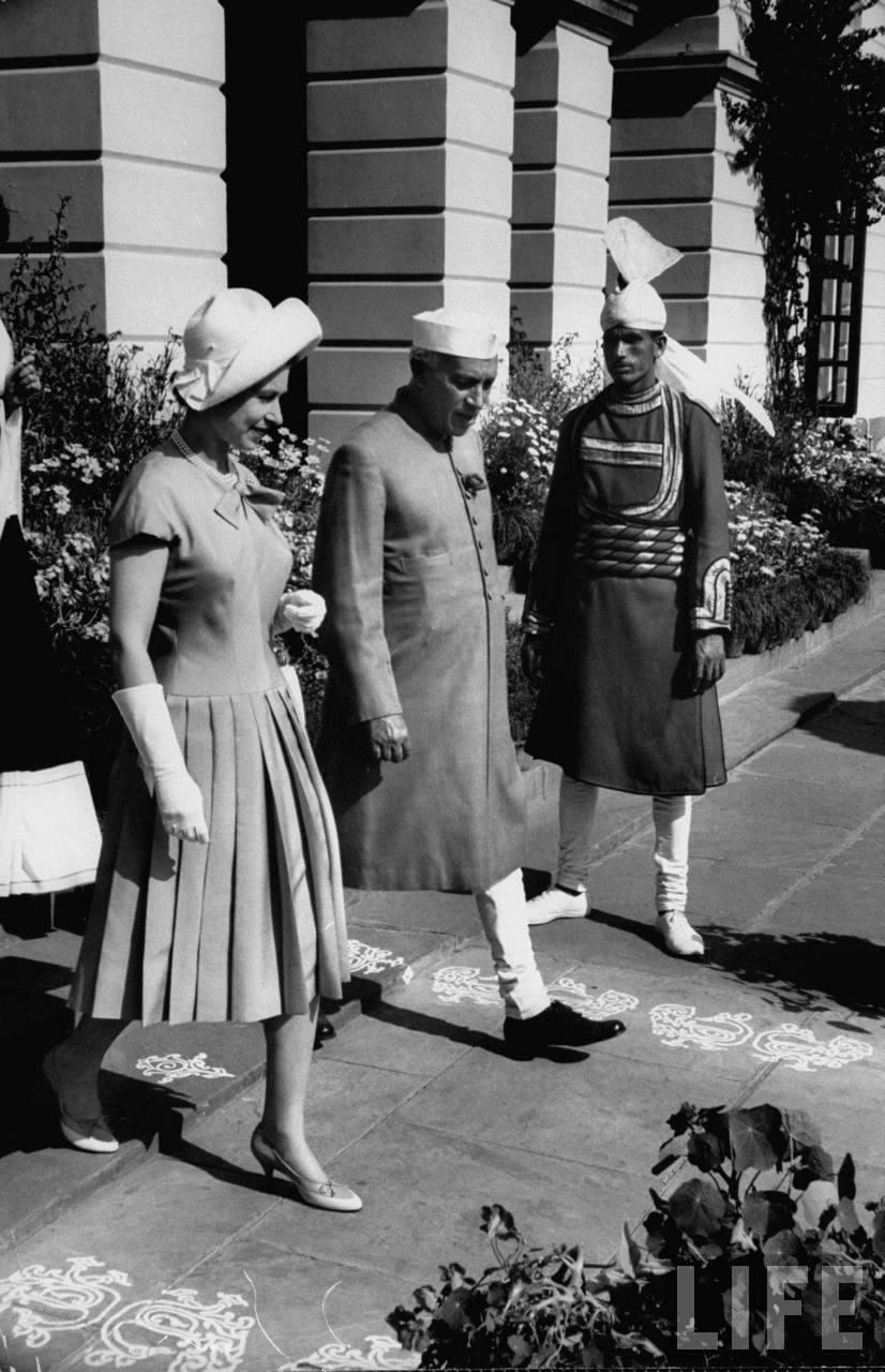 Jawaharlal Nehru hosting Queen Elizabeth II.