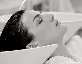 lavado de cabeza en peluqueria