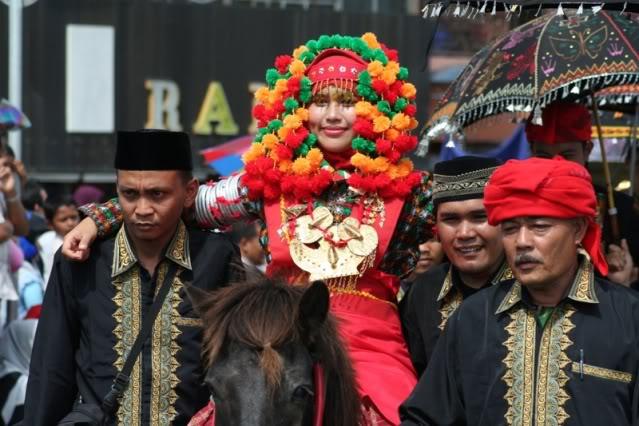 Pakaian Pengantin Adat Aceh