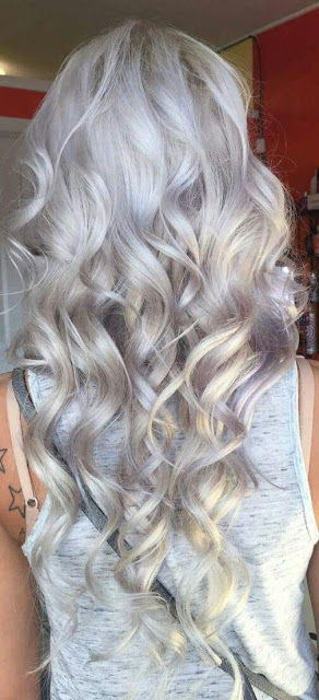 beautiful wavy gray hairstyle