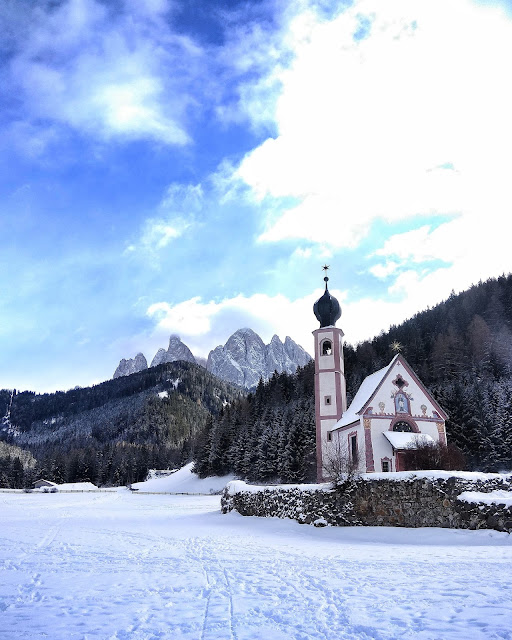 Iglesia Santa Maddalena Funes Sudtirol Italia