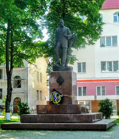 Болехів. Пам'ятник І. Я. Франку на одноіменній площі