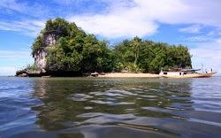 8 Tempat Wisata di FakFak Papua Barat yang Paling Terkenal