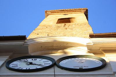Spoleto: torre del comune vista dal basso