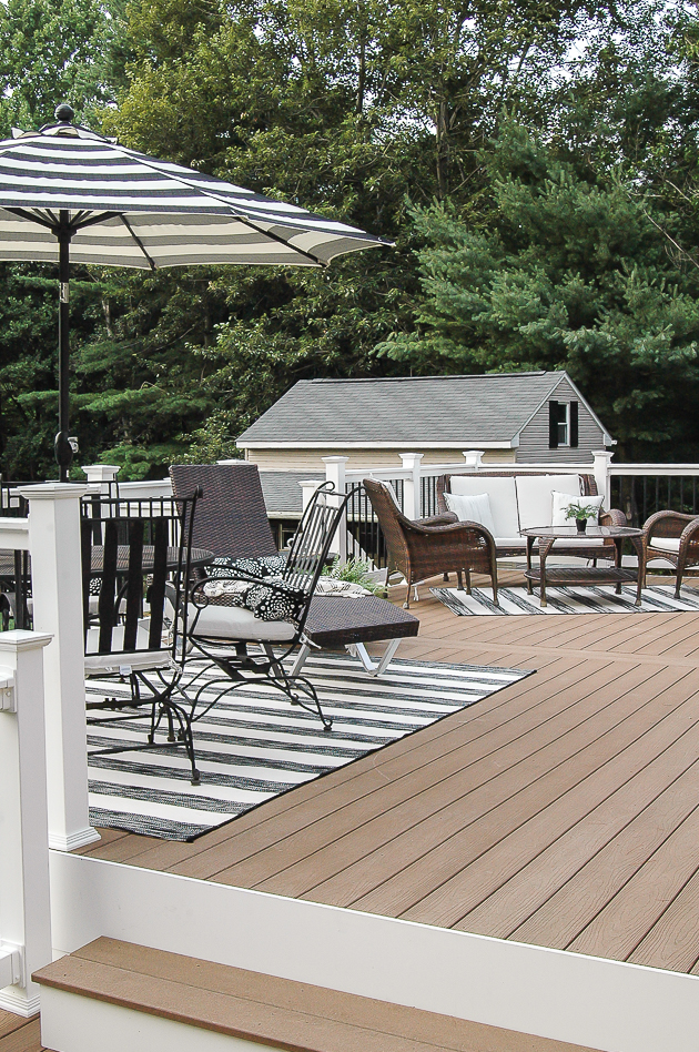 A simple yet beautiful black, white and neutral summer deck.