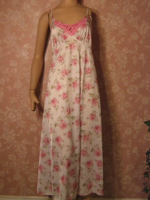 Pink and blue roses vintage Miss Elaine Knee Length Robe S 138028ec5