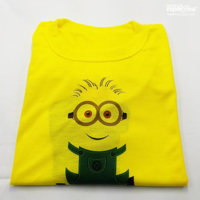 camiseta%2Bpersinalizada%2Bna%2Bcor%2Bamarela%2Bestampa%2Bminions%2Bdois%2Blados - Camiseta personalizada é um presente criativo e original.