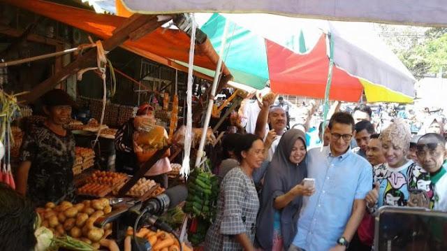 Blusukan di Pasar Terong Makassar, Sandi: Jangan Biarkan Emak-emak Mengeluh Melulu
