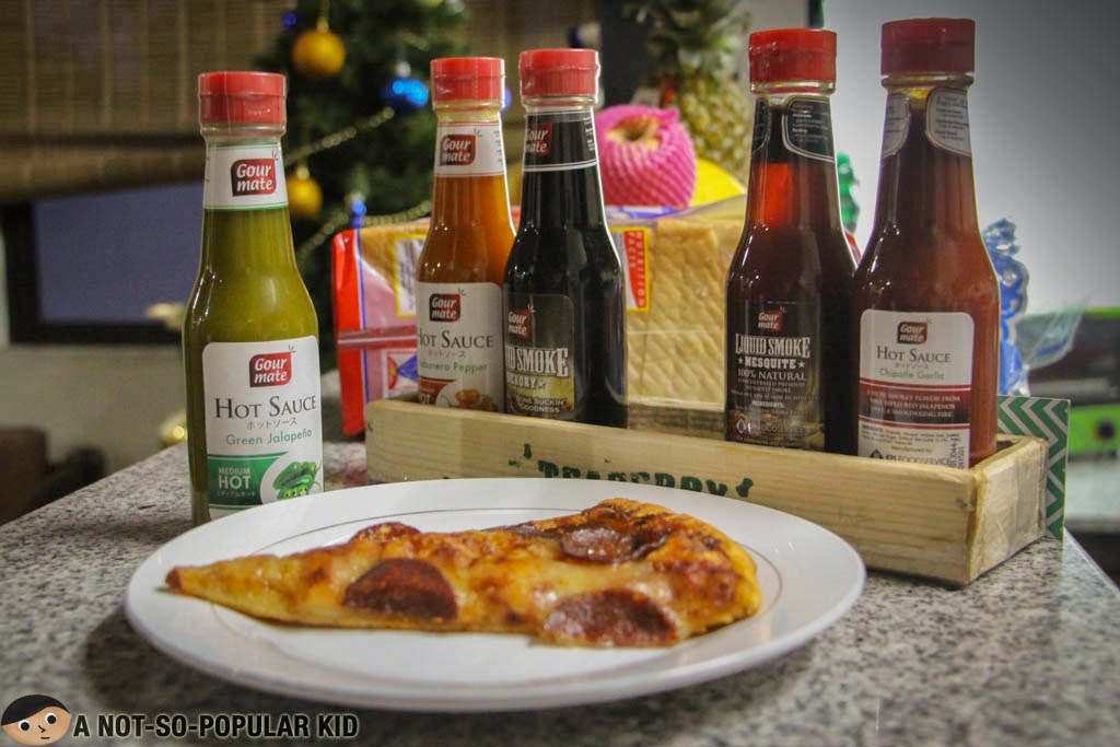 Trying out the Gourmate Hot Sauces on my Pizza