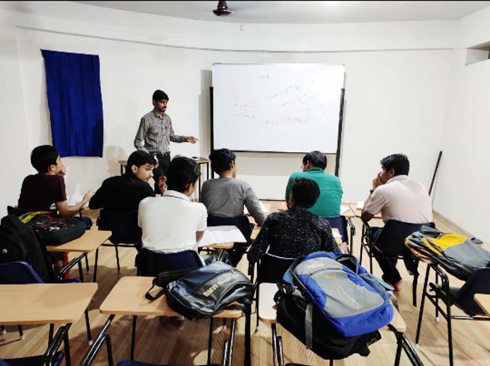Jhabua News-सकल व्यापारी संघ के सहयोग से हुआ स्पायर अकादमी का शुभारंभ
