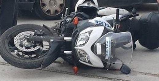 Καταδίωξη με τραυματισμό αστυνομικού της ΔΙΑΣ στη Μάνδρα - Οδηγός Smart εμβόλισε την μοτοσυκλέτα των αστυνομικών