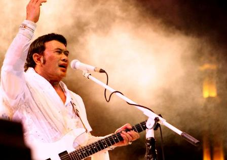 Download Rhoma Irama - Celana Komprang & Rok Mini MP3