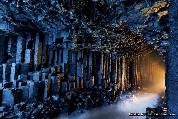 Fingal's Cave [7].jpg