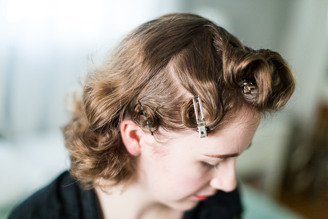 Mode de lis vintage pin curls for short hair tutorial on the other side the top half gets curled away from my face while the bottom curls towards it this alternating pattern helps guide the hair into a wave urmus Gallery