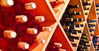 En todo el país en enero se vendieron algo más de 67,8 millones de litros, en febrero 65,7 millones y en marzo 75,5 millones de litros lo que suma unos 209 millones de litros, una cifra menor en unos 16 millones de litros de vinos del trimestre 2015 lo que se traduce en una cifra en rojo del 6,80 %. En cuanto a las exportaciones la cifra también es negativa en 11,8 millones de litros menos vendidos, o lo que es lo mismo un 21,5%.