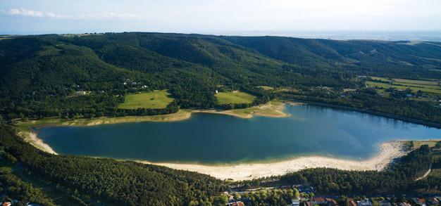 Laguna de Saint Ferrèol en la Montaña Negra