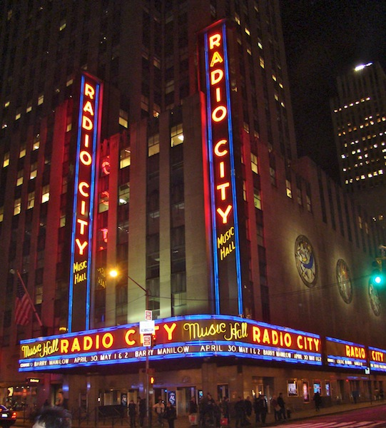 FACHADA DO RADIO CITY MUSIC HALL