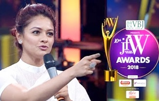 Pooja Kumar at JFW Awards 2018 | Watched Viswaroopam 200 Hundred times