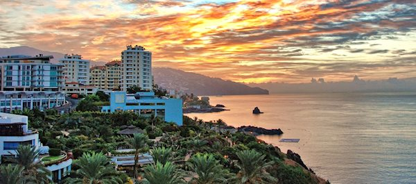 Pour votre voyage Funchal, comparez et trouvez un hôtel au meilleur prix.  Le Comparateur d'hôtel regroupe tous les hotels Funchal et vous présente une vue synthétique de l'ensemble des chambres d'hotels disponibles. Pensez à utiliser les filtres disponibles pour la recherche de votre hébergement séjour Funchal sur Comparateur d'hôtel, cela vous permettra de connaitre instantanément la catégorie et les services de l'hôtel (internet, piscine, air conditionné, restaurant...)