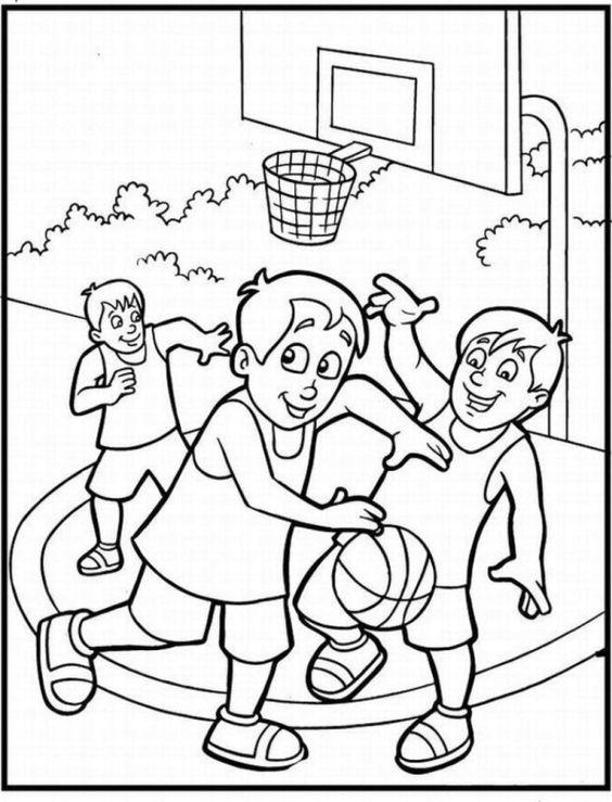 Tranh cho bé tô màu các bạn đang chơi đá bóng