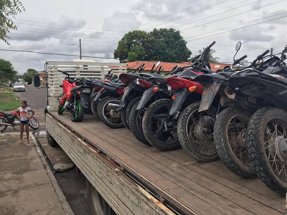 Eficiência da PM de Mata Roma resulta na apreensão de 10 motos roubadas e diversas com chassi adulterada.