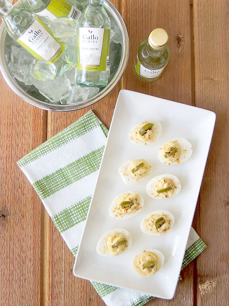 Jalapeno Popper Deviled Eggs from www.bobbiskozykitchen.com