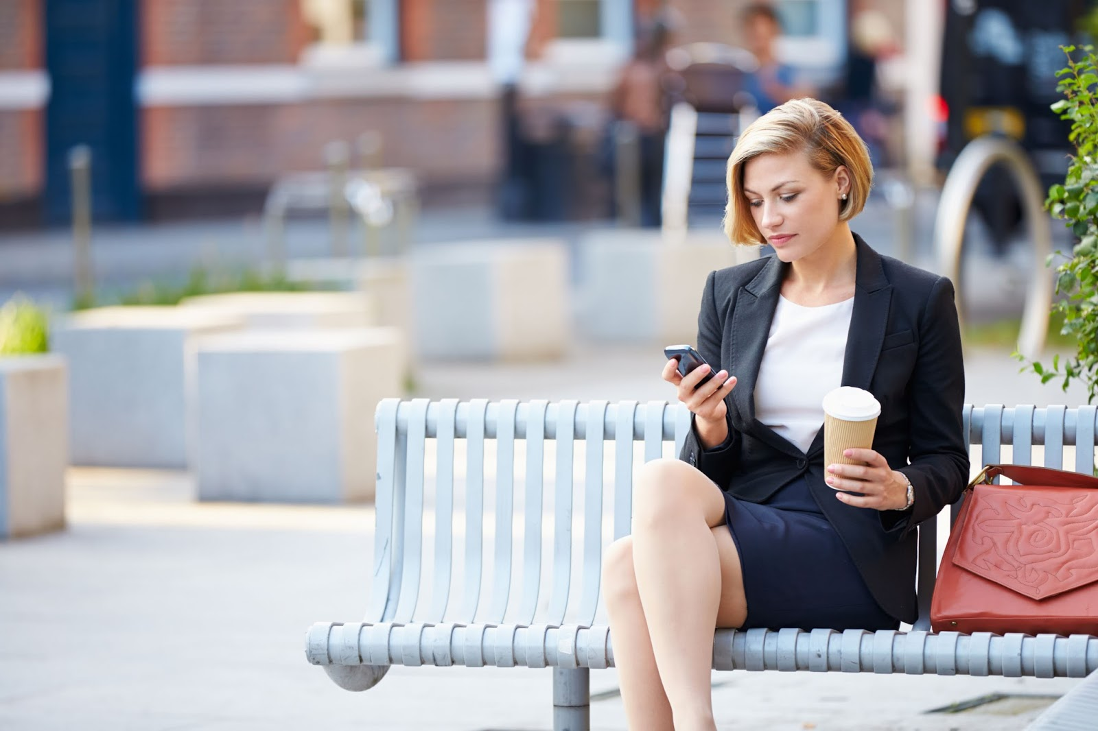 business-woman-using-mobile-website-web.jpg