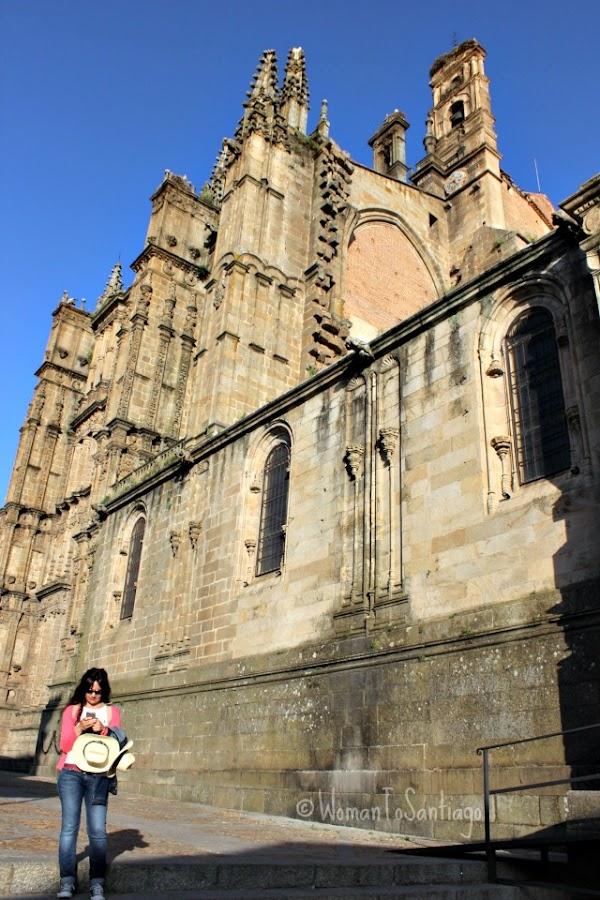 foto catedral y womantosantiago