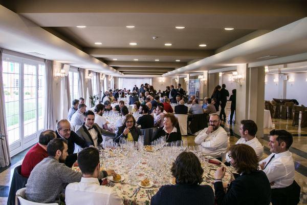 Enólogos reivindican las valoraciones de los vinos en sistema de cata ciega