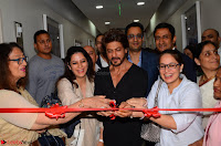 From Left to Right  Bulbul, Taruna Soi with Shah Rukh Khan and Abhay, Aditya and Gauri Soi .JPG
