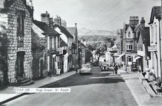 Llanelwy, Stryd Fawr