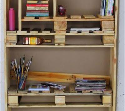 palets como estantes todos fijados en un nico armario utilizando tablas de madera cortadas a medida si os han gustado estos muebles hechos con palets
