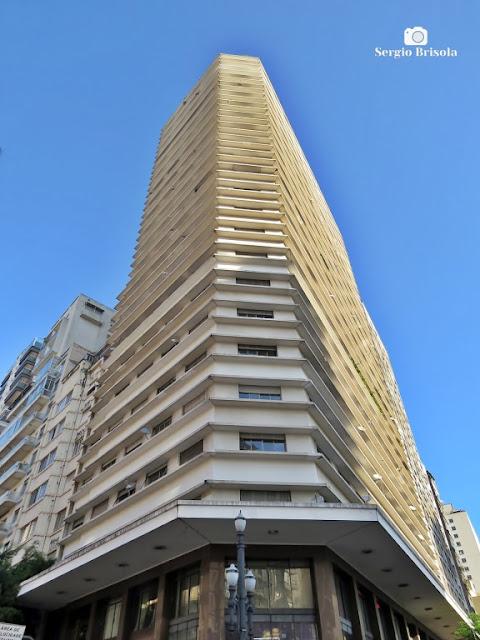 Perspectiva inferior do Edifício Santa Branca - República - São Paulo
